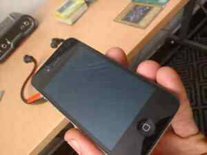 8 gig iphone 4 cracked screen Peterborough Peterborough Area image 3