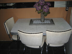 Retro table with 4 chairs