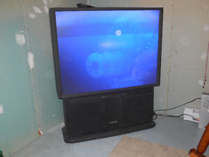 Télévision 53 pouces usagée