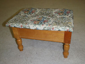 TABOURET DE PIED / FOOT STOOL