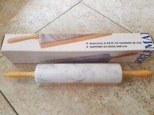 Rouleau à pâte en marbre avec support en bois (NEUF)