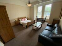 10 bedroom house in Queens Drive, Wavertree, Liverpool, L15 (10 bed) (#1136380)