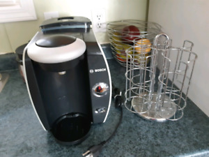 Tassimo machine and pod holder
