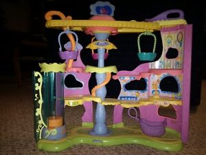 Littlest Petshop Action Pet-Town Play-Set