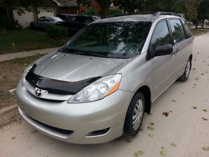 2008 Toyota Sienna LE $11450 Excellent condition Ph:416-858-7673