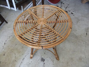round wicker table in great cond
