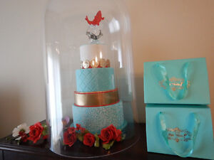 Wedding cake boxes in the shape of purses!