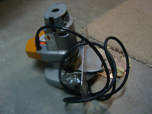 POWER SAW - BLACK AND DECKER