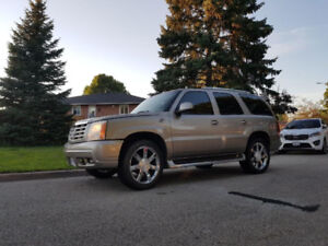 Beat winter in style  AWD 2002 Cadillac Escalade SUV, Crossover