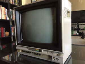 Vintage 1984 Commodore Video Monitor 1702