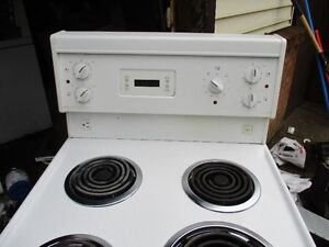 FRIGIDARE APT SIZE ELECTRIC STOVE VERY  CLEAN