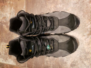 Size 9.5 high top Terra steel toe work boots