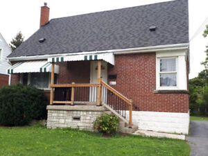 5 Min walk to Mohawk - 7 room student rental - AVAILABLE NOW