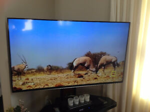 ALMOST NEW SAMSUNG SMART TV 55 ' LCD WITH INSTRUCTION BOOK