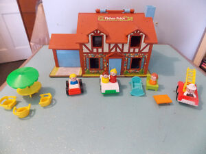 VINTAGE FISHER-PRICE LITTLE PEOPLE HOUSE & FARM LOTS