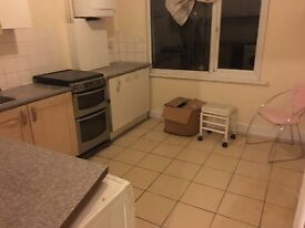 5 double rooms available!! new house!! all new!! pictures before work sorry!!