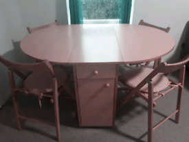 Extendable table with 4 chairs