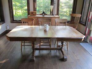 TABLE, VAISSELLIER ET BUFFET À VENDRE