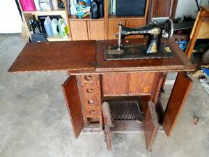 Oak Singer Sewing Machine       circa :1920