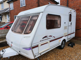 SWIFT CHARISMA 220 2 BERTH LIGHTWEIGHT CARAVAN