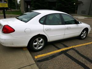 CLEAN ... LOW KM ... WELL-MAINTAINED Ford Taurus 2001