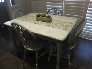 Rustic Kitchen Table and Four Chairs Great Condition
