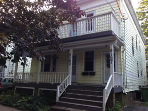 3Br, 1 Bath Bright Upper Level Flat on Lawrence St.
