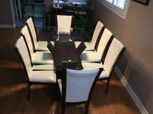 DINING TABLE AND CHAIRS SET - GREAT CONDITION