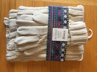 Cream gloves and scarf set