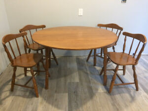 Beautiful Antique Maple Vilas Dining Table And Chairs