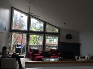 Room available in beautiful 2 bdrm condo Downtown Canmore -May 1