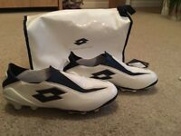 Laceless lotto football boots