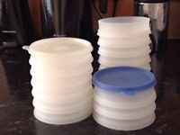 TUPPERWARE POTS IDEAL FOR HOMEMADE BURGERS