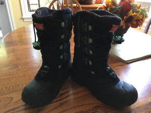 Girls 'The North Face' winter boots size 4