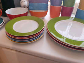 Multicoloured plate set 24 pieces