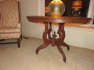 ANTIQUE OVAL PARLOUR TABLE London Ontario image 2