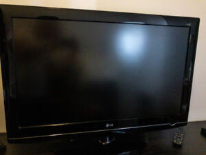 Need a Smart(ish) TV? Maybe this LG and ROKU will help.