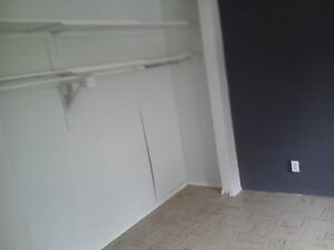 Large bedroom in shared apt.  Waterloo Kitchener / Waterloo Kitchener Area image 3