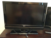 "29"" LG TV for sale with HDMI cable"