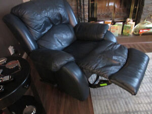 LEATHER RECLINER Edmonton Edmonton Area image 2