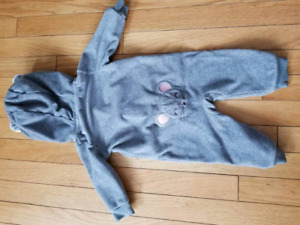 Carseat friendly fleece suit