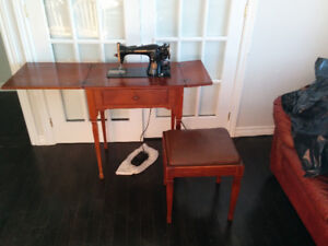 VINTAGE SINGER SEWING MACHINE WITH ORIGINAL TABLE