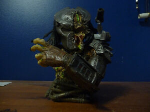 Predator Defeated Limited  Bust West Island Greater Montréal image 1