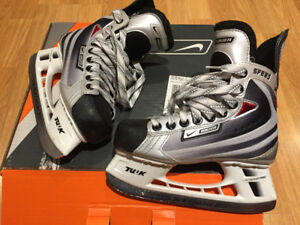Used, like new Bauer Vapor Speed Kids Ice Hockey Skates size 2