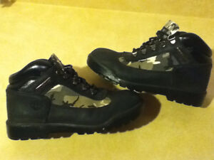 Women's Timberland Camo Boots/Shoes Size 5 London Ontario image 1