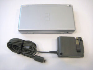 ****METALLIC SILVER NINTENDO DS LITE + MANY GAMES AVAILABLE!****