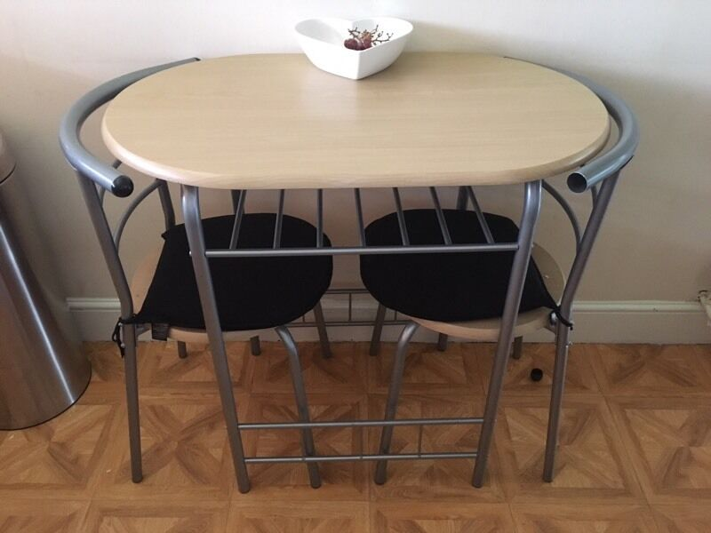 Small table and 2 chairs in basingstoke hampshire gumtree for Small table and chairs