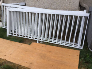 Aluminum railing sections for balcony