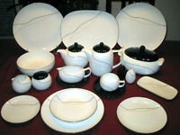 Vaisselle 12 couverts ''Mikasa'' / Dishes