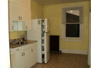 BOWMANVILLE - CLEAN ONE BDRM APT.
